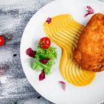 Шницель из цыпленка с томатами и беконом_2